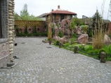 Аренда коттеджа, замка посуточно на берегу озера Подгорцы! - двор с другой стороны