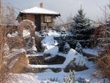 Аренда коттеджа, замка посуточно на берегу озера Подгорцы! - двор зимой