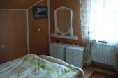 Аренда дома посуточно в Пуховке,на берегу десны! - спальня белая