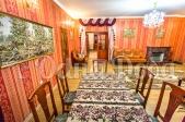 Аренда дома посуточно Белогородка,с бассейном! - стол в гостинной