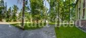 Аренда дома посуточно в Буче для свадеб, корпоративов! - газон с дорожкой
