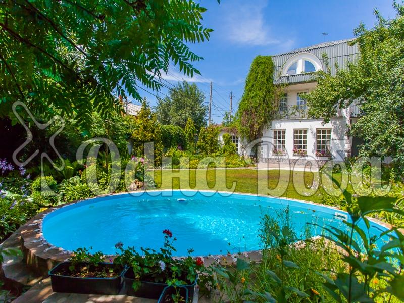 Аренда дома посуточно на Русановских садах! - бассейн