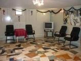 Аренда дома посуточно по улице Туполева - гостинная с телевизором
