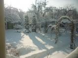 Аренда дома посуточно по улице Туполева - двор зимой